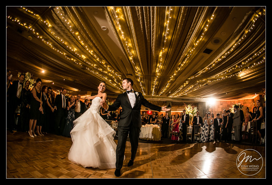 The first dance at Abigail Kirsch at Tappan Hill Mansion, Tarrytown NY. Wedding pictures by Top New York Wedding Photographer Josh Wong Photography