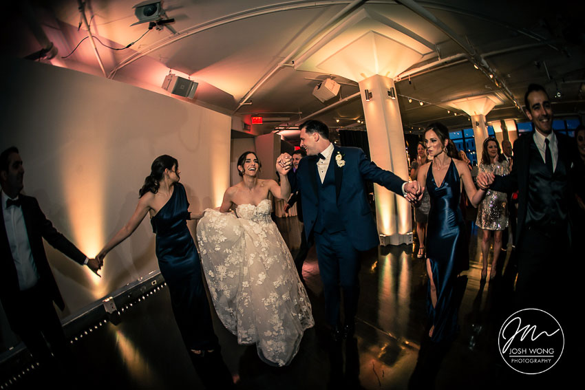 The bride and groom dances at Tribeca 360. New York Weddings. First Dance