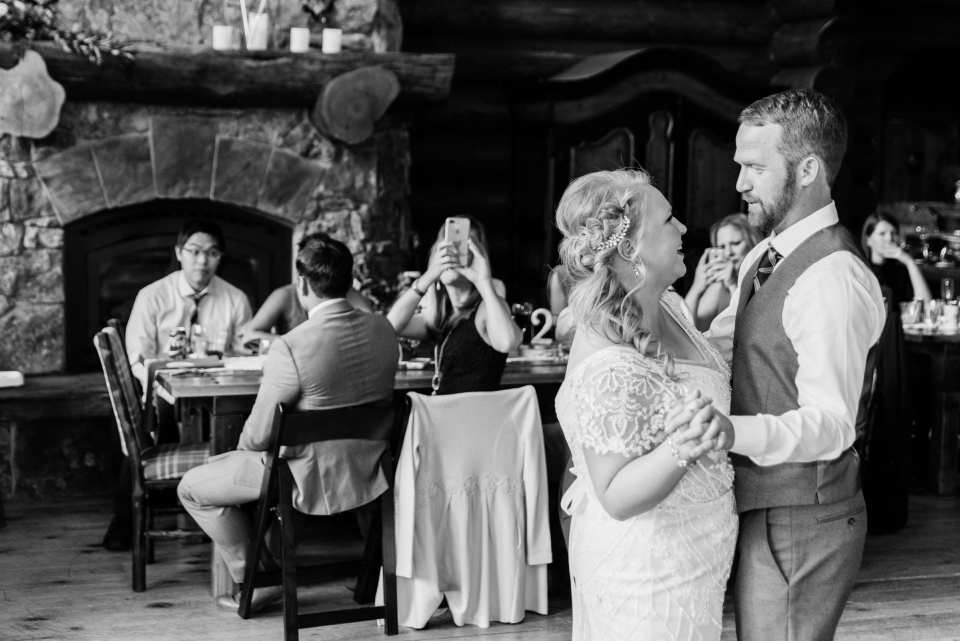 Couple shares their first dance at Colorado Wedding | Josie V Photography