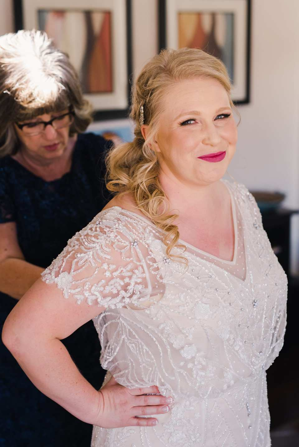 Bridal portraits while getting ready | Josie V Photography