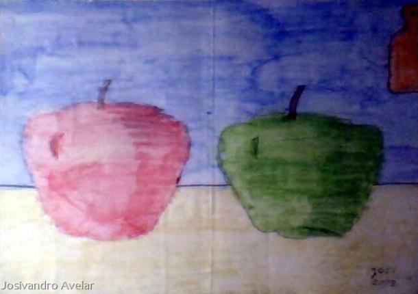 Duas maçãs.