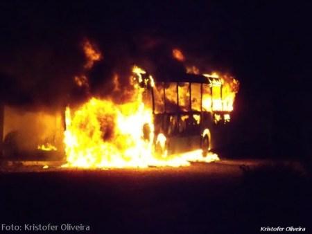 Ônibus em chamas da linha 101-Grotão.