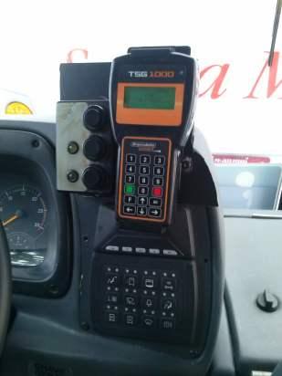 Equipamento de GPS instalado em um dos ônibus da Santa Maria.