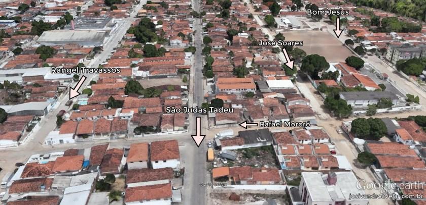 Avenida São Judas Tadeu, no Rangel. É uma avenida muito estreita para ser mão dupla, mas tem três linhas de ônibus passando nela.
