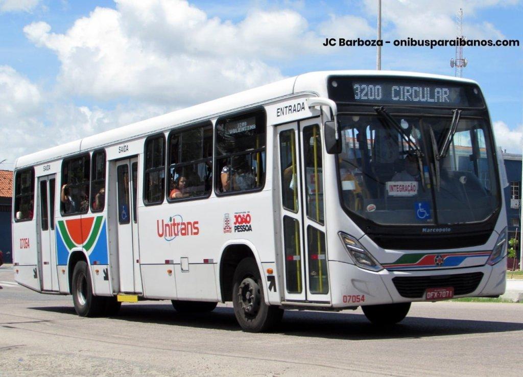 Imagem de um ônibus do sistema municipal de João Pessoa. Fim da descrição.