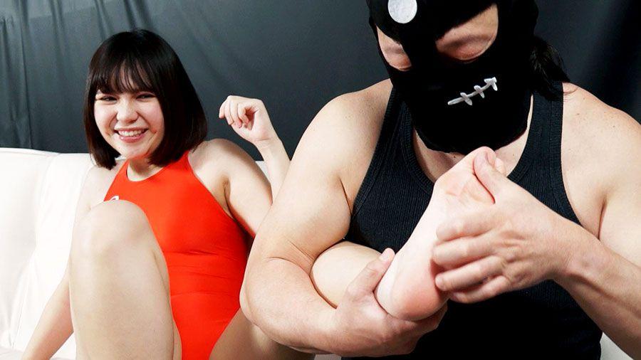 星名咲良&新川ゆずが競泳水着でくすぐりプレイ!陰毛はみだし発狂しながら暴れまくり!!