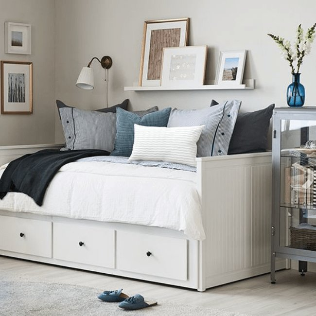 Best How To Organize A Small Bedroom And Keep It Clutter Free Mint Notion With Pictures