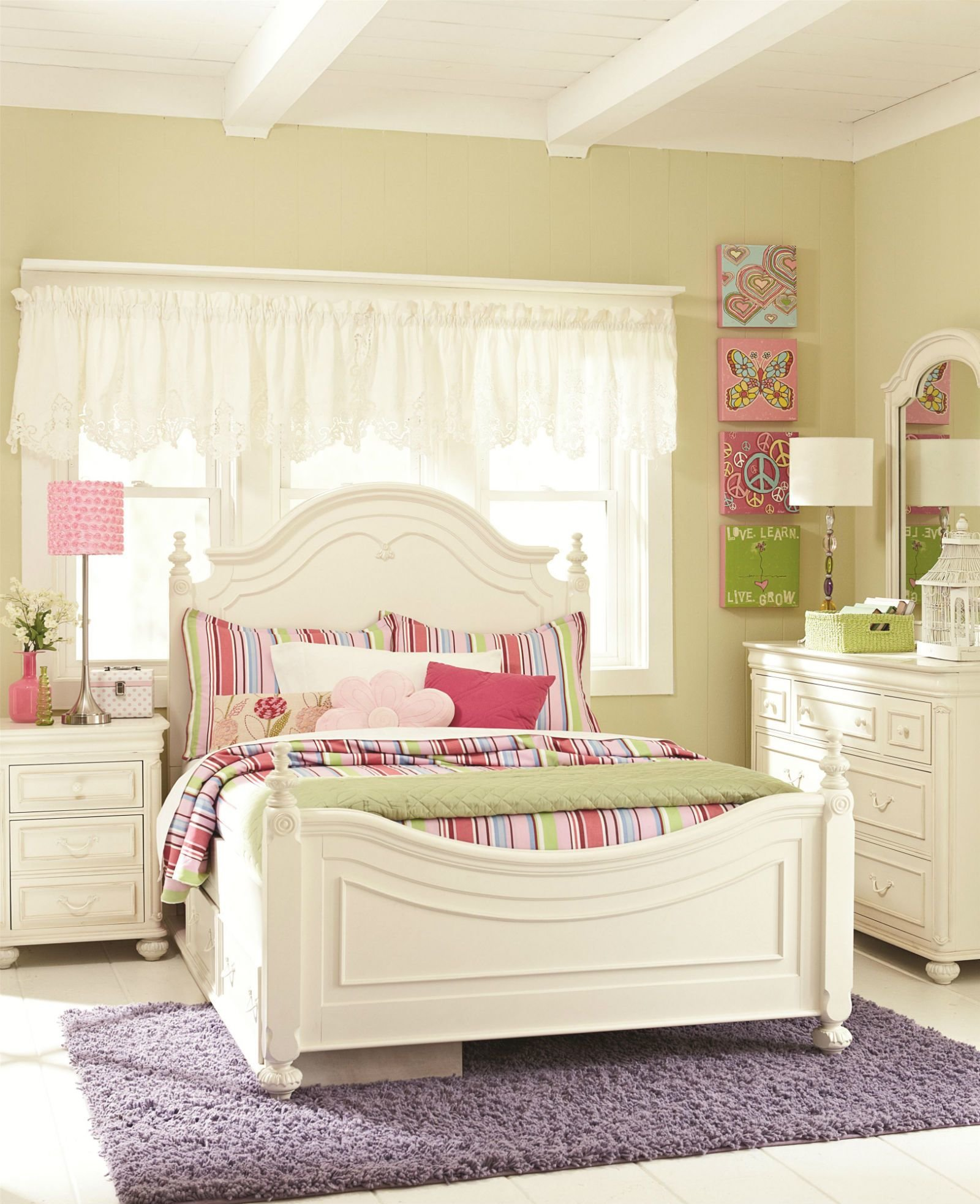Best Legacy Classic Kids Charlotte Low Poster Bedroom Set With Underbed Storage In Antique White With Pictures