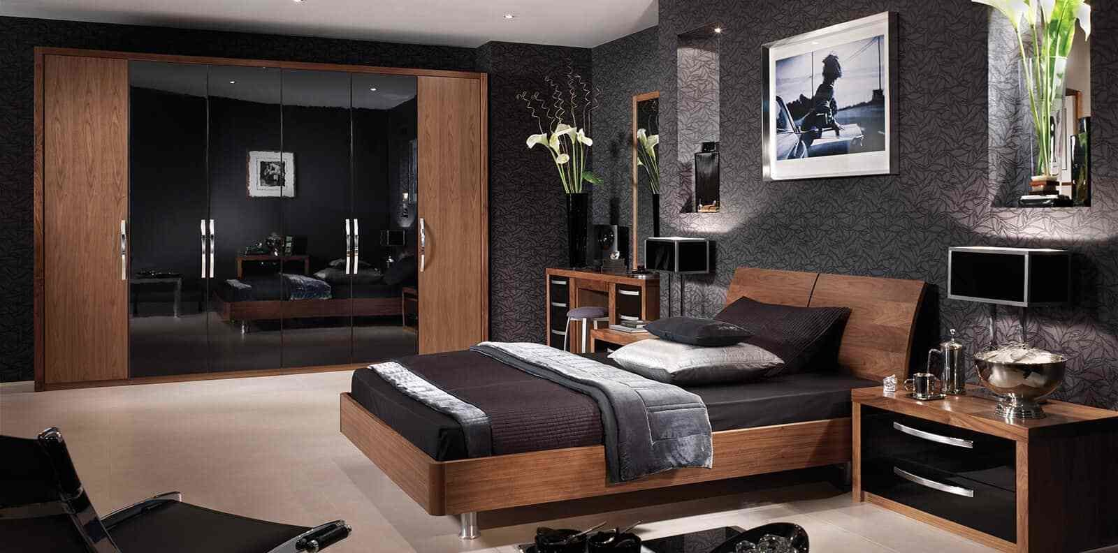 Best Capri Bedroom In American Walnut Glossy Black Strachan With Pictures