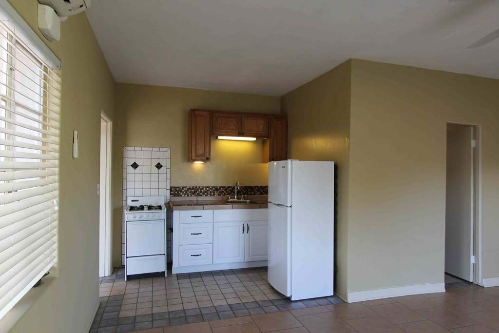 Best Stuido 1 Bed Apartments On University Blvd Near With Pictures