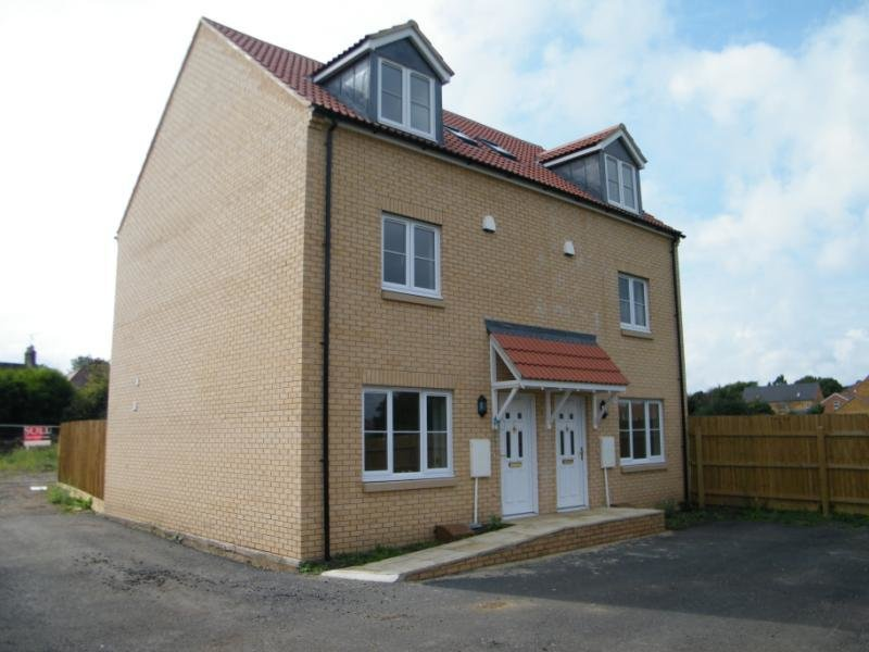 Best 3 Bed House Semi Detached To Rent Dove Gardens With Pictures