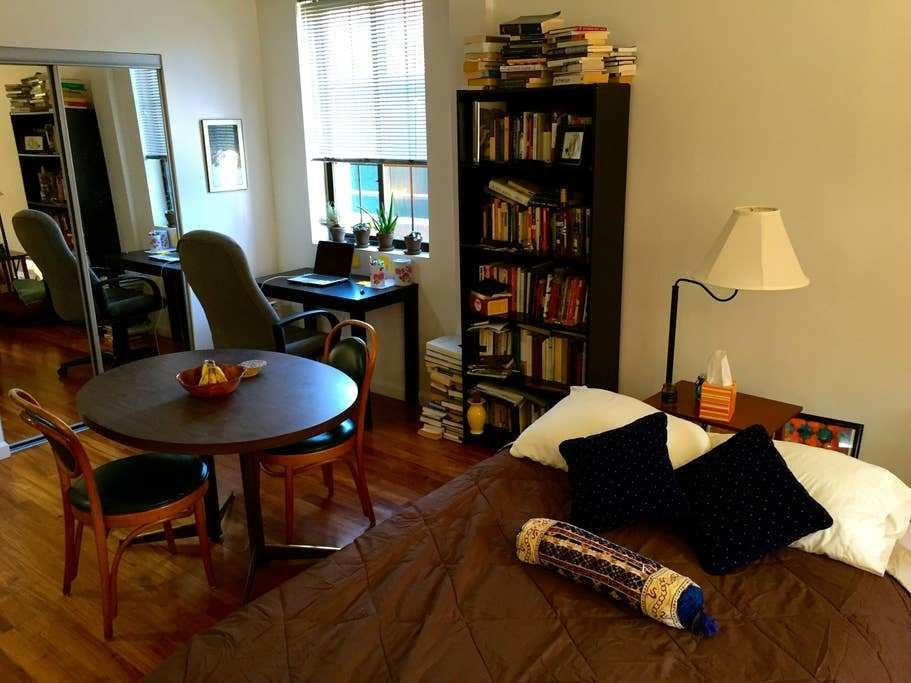 Best Spacious Artful One Bedroom Apartment Brooklyn With Pictures