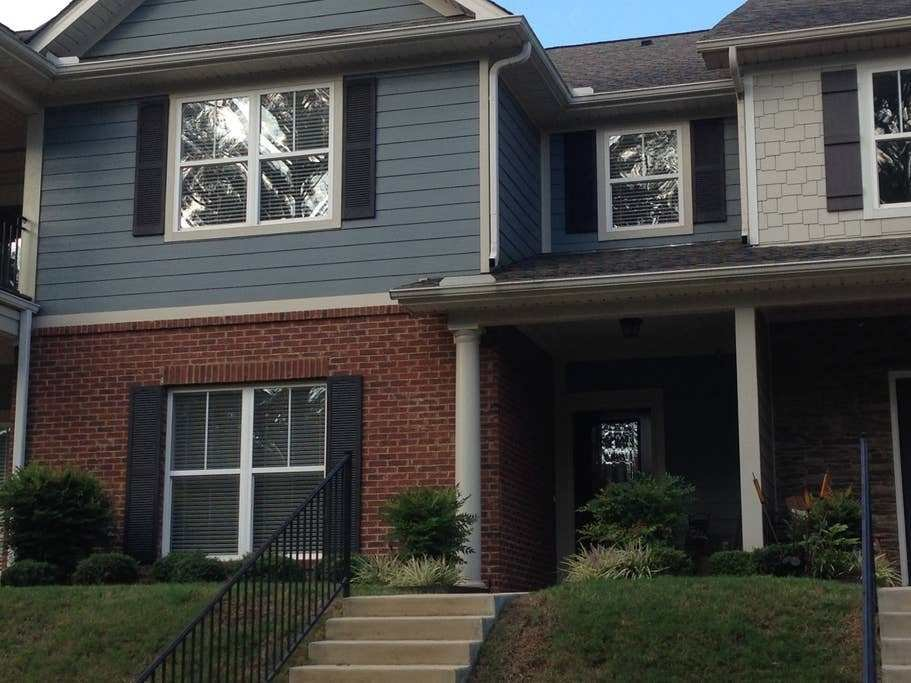 Best 3 Bedroom Townhome Near Airport Houses For Rent In With Pictures