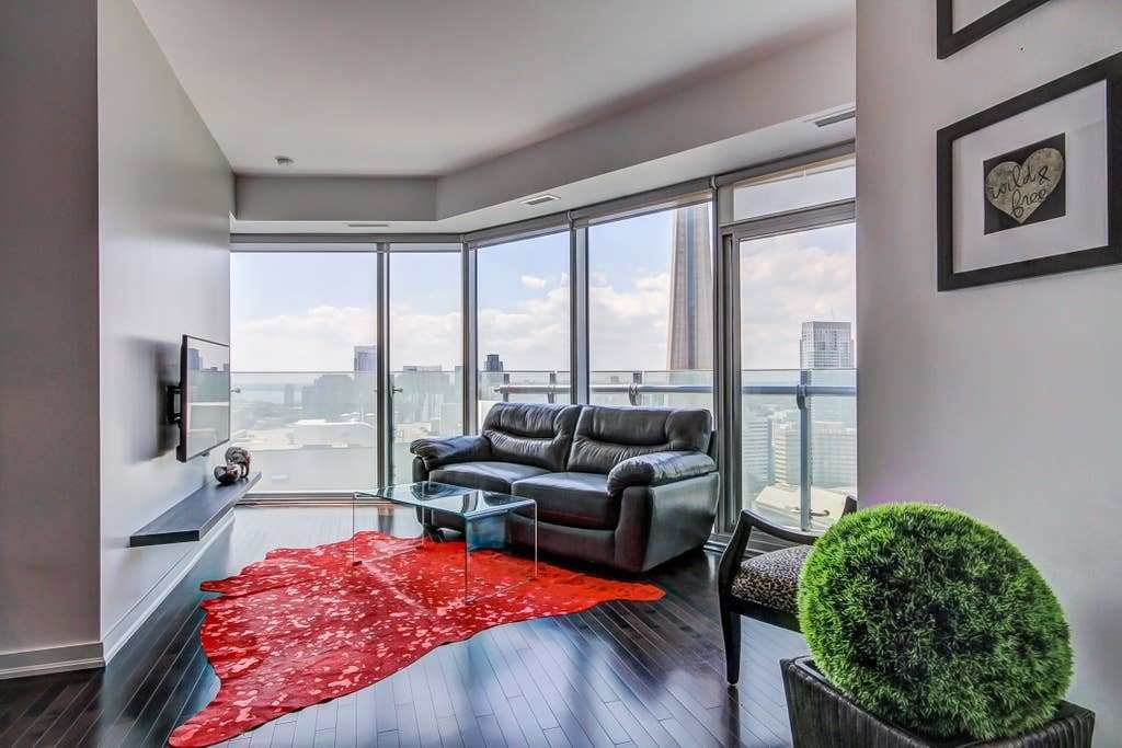 Best Luxurious 2 Bedroom Condo In The Heart Of The City With Pictures