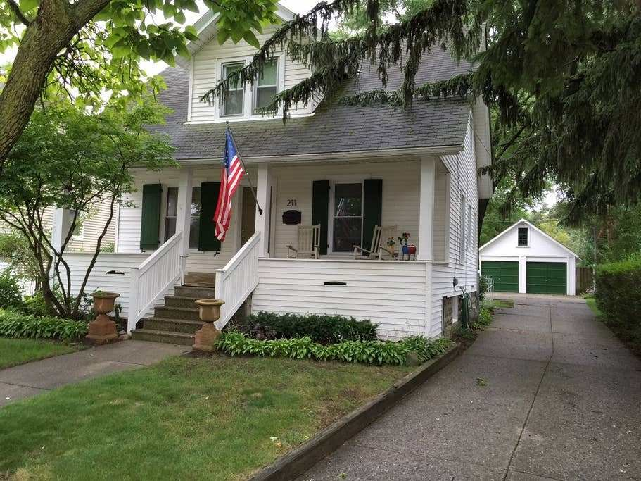 Best 1915 Eclectic Bungalow Houses For Rent In Royal Oak With Pictures
