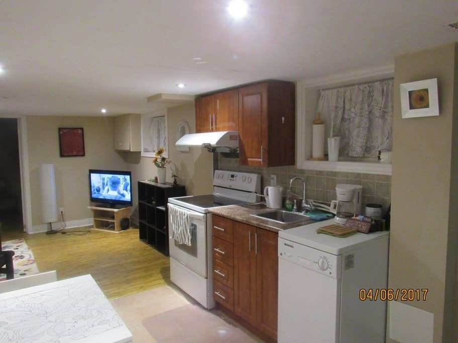 Best Cosy 1 Bedroom Apartment In The Beaches Guest Suites With Pictures