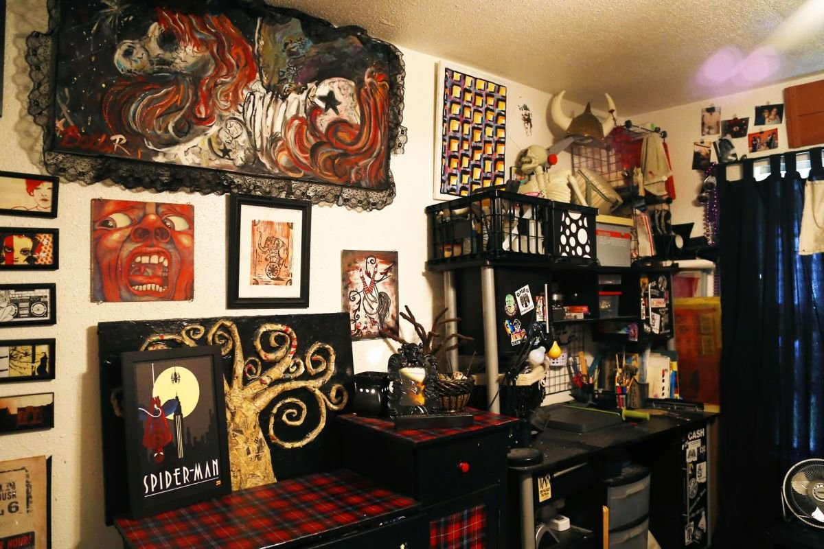 Best Punk Rock Couple Shows Off Personality In Home Decor Entertainment Victoriaadvocate Com With Pictures