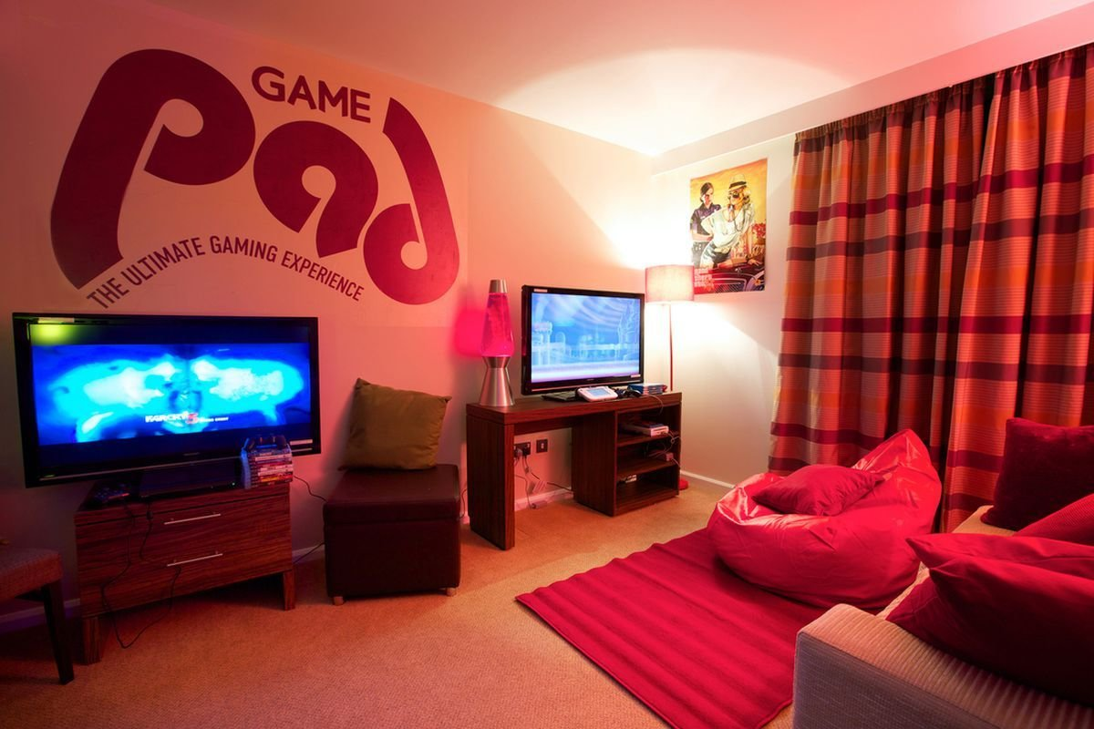 Best London S Gamer Hotel Suite Goes For £199 A Night Includes Pizza Polygon With Pictures