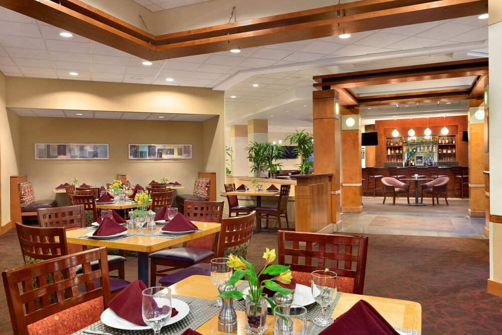 Best Embassy Suites By Hilton Tampa Usf Near Busch Gardens In With Pictures