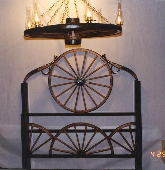 Best Metal Wagon Wheel Furniture Wagon Wheel Headboard With Pictures
