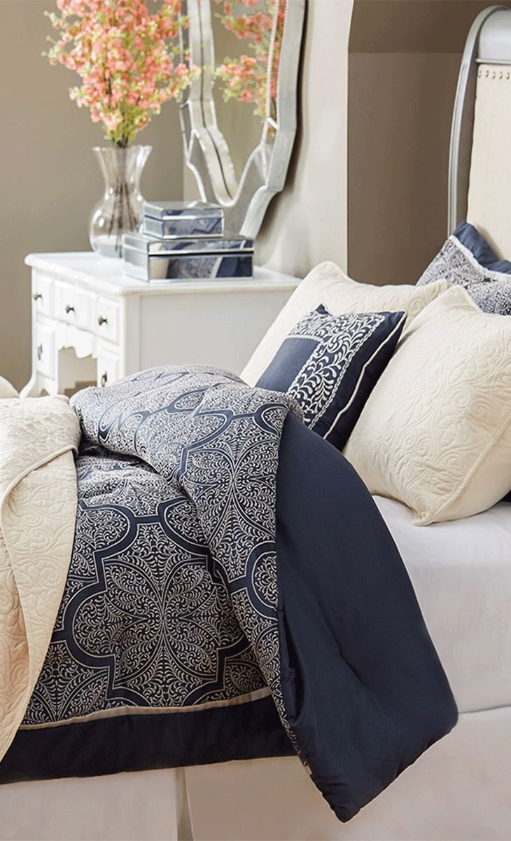 Best Outfit Your Master Suite Or Guest Room In Resort Worthy Style With This Woven Jacquard Comforter With Pictures