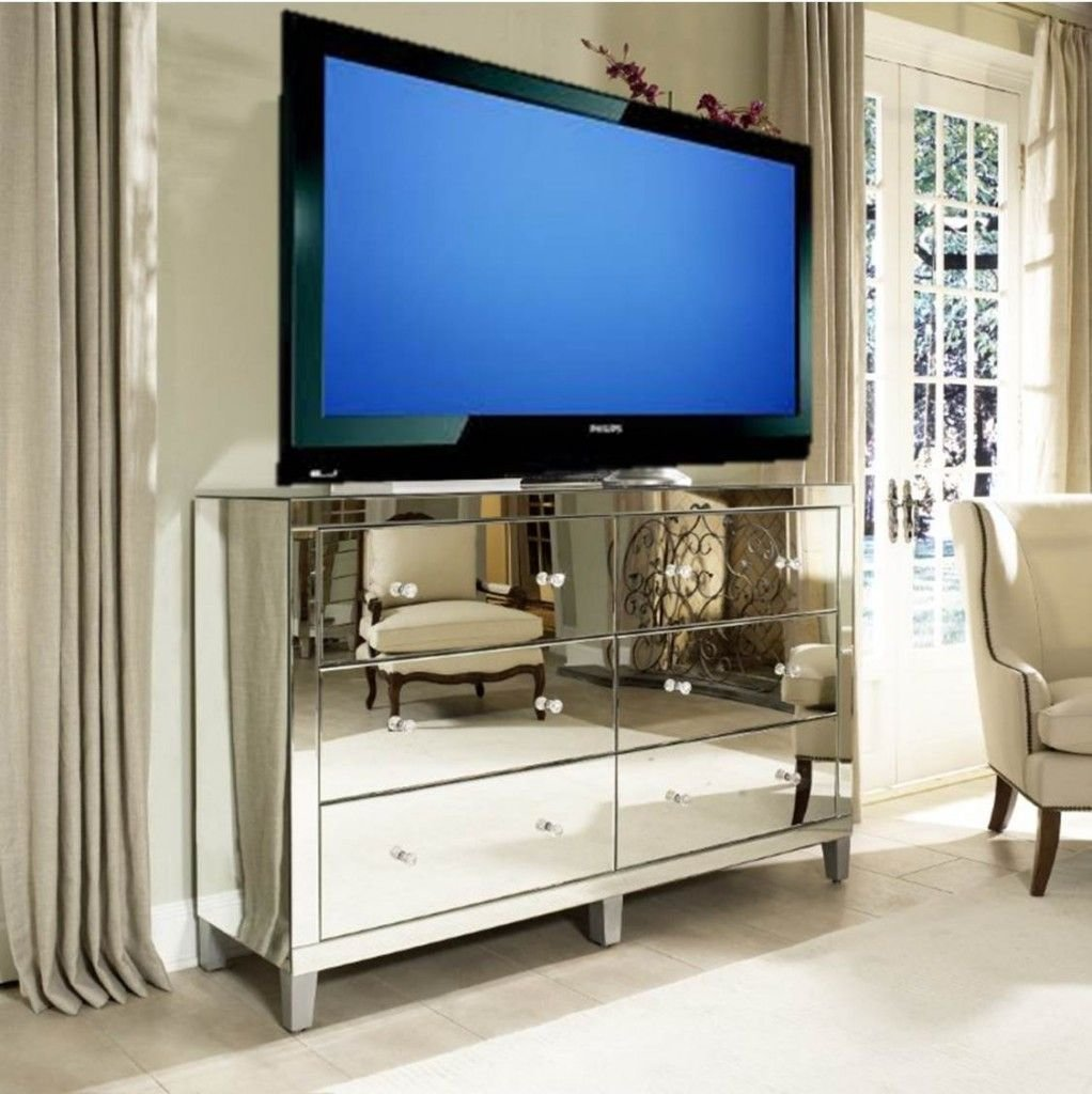 Best Manhattan Glamour Style Using A Mirrored Dresser As A With Pictures