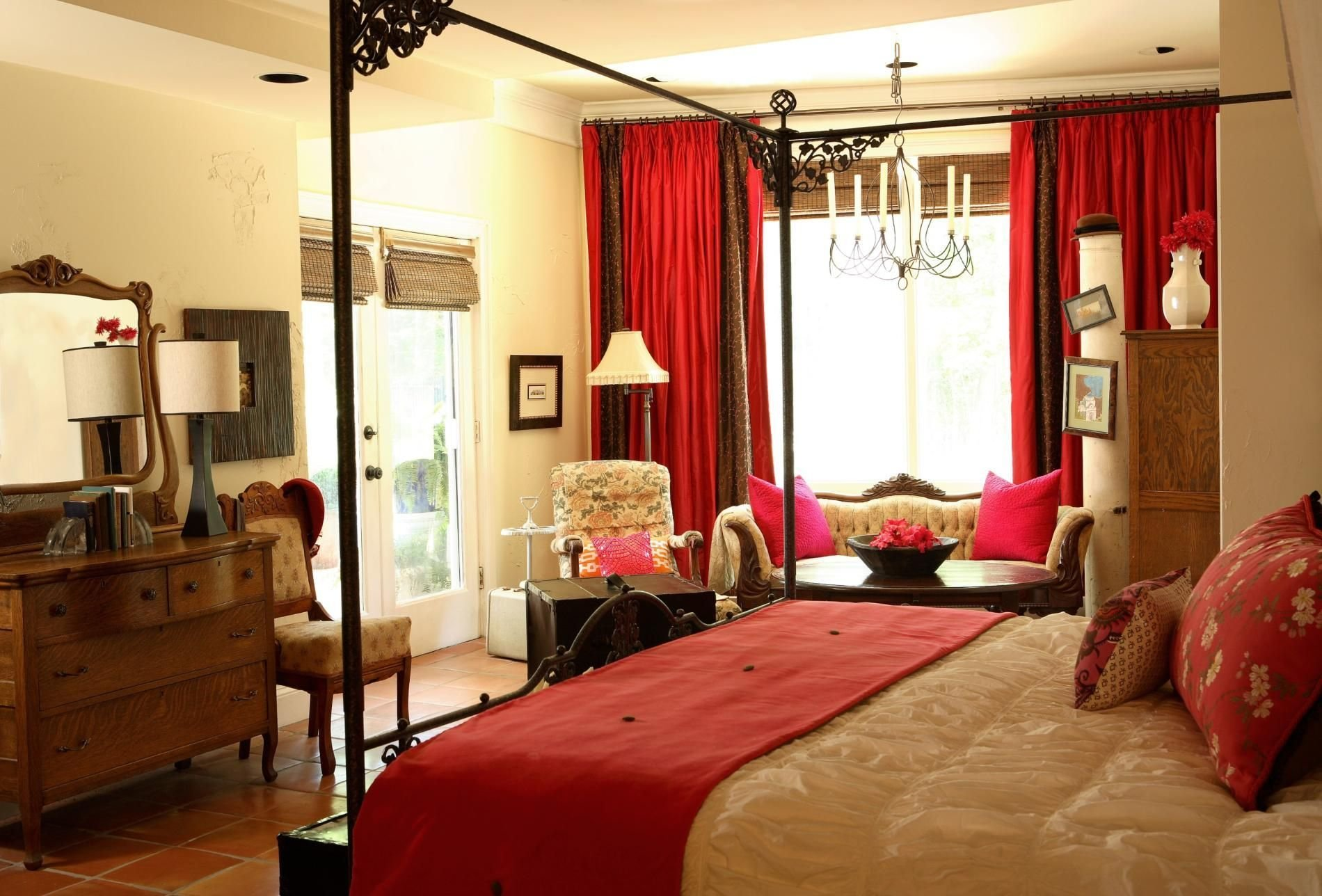 Best Without The Red Curtains Bedroom Decorating Ideas With Pictures