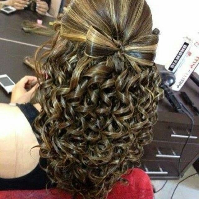 Free Bow With Waterfall Curls Hairstyle Do That Hair Hair Wallpaper