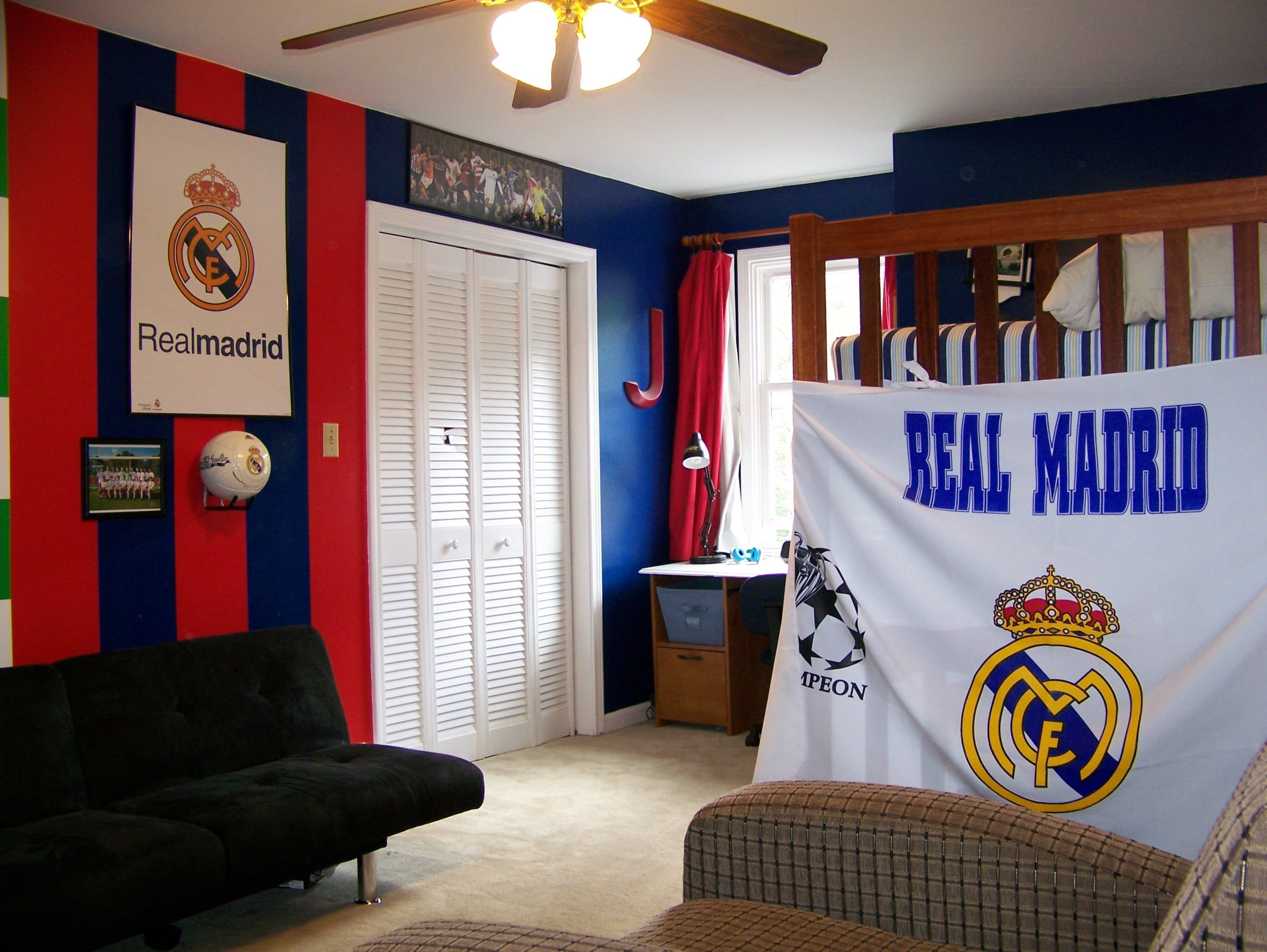Best Real Madrid Colors Painted And Decorated In Jake S Bedroom With Pictures