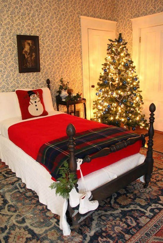 Best 43 Beautiful Christmas Bedroom Decorations Ideas With Pictures