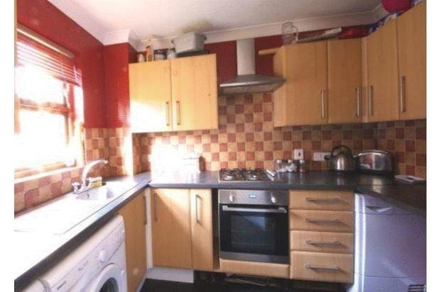 Best 2 Bedroom Terraced House Let In Reading Rg30 With Pictures