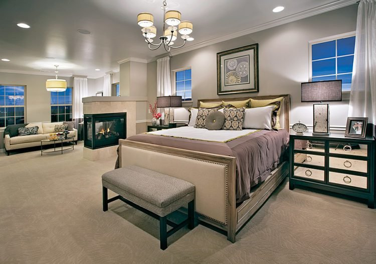 Best 20 Beautiful Master Bedrooms With Chandelier Lighting With Pictures