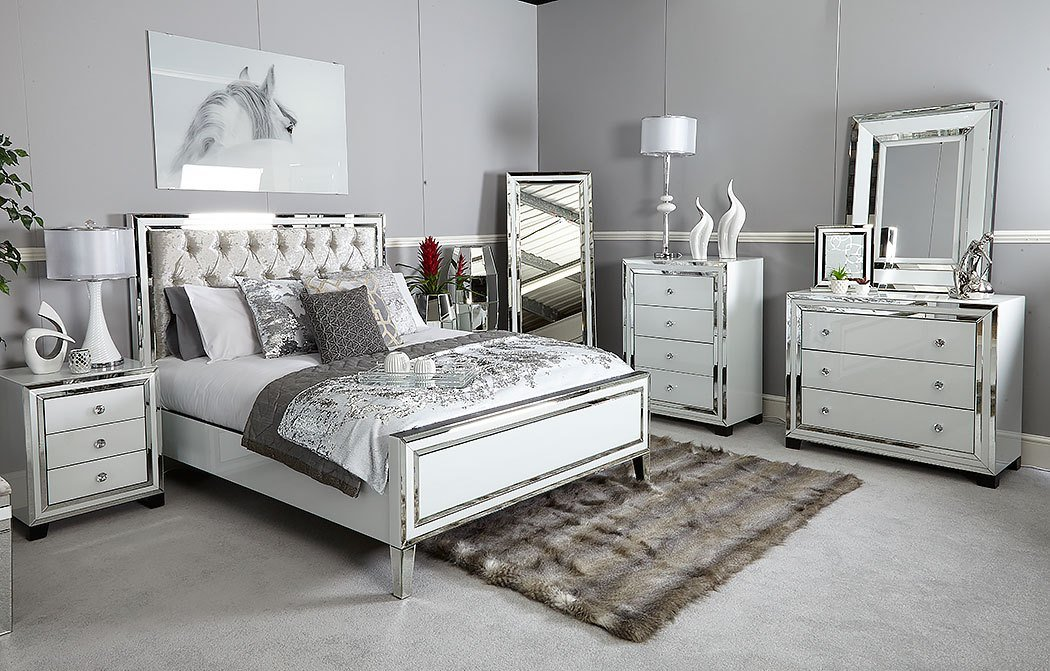 Best Madison White Glass 3 Drawer Mirrored Chest Picture Perfect Home With Pictures