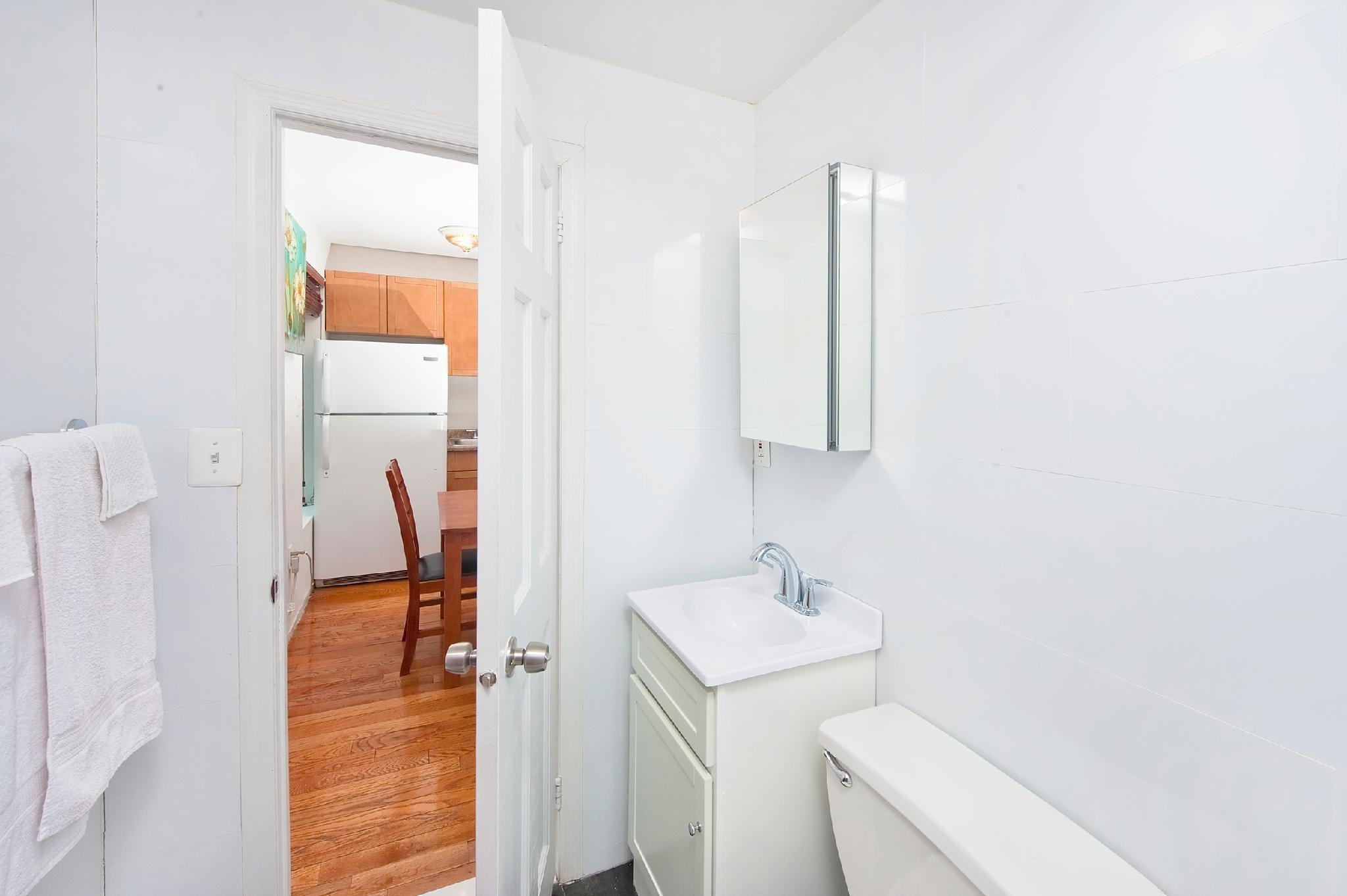 Best Price On Cozy 2 Bedroom Apartment In Midtown East In With Pictures