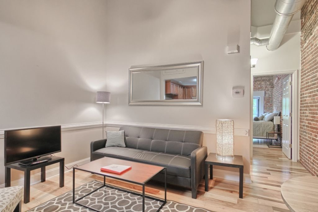 Best Chic 1 Bedroom Apartment In The Center Of Downtown With Pictures