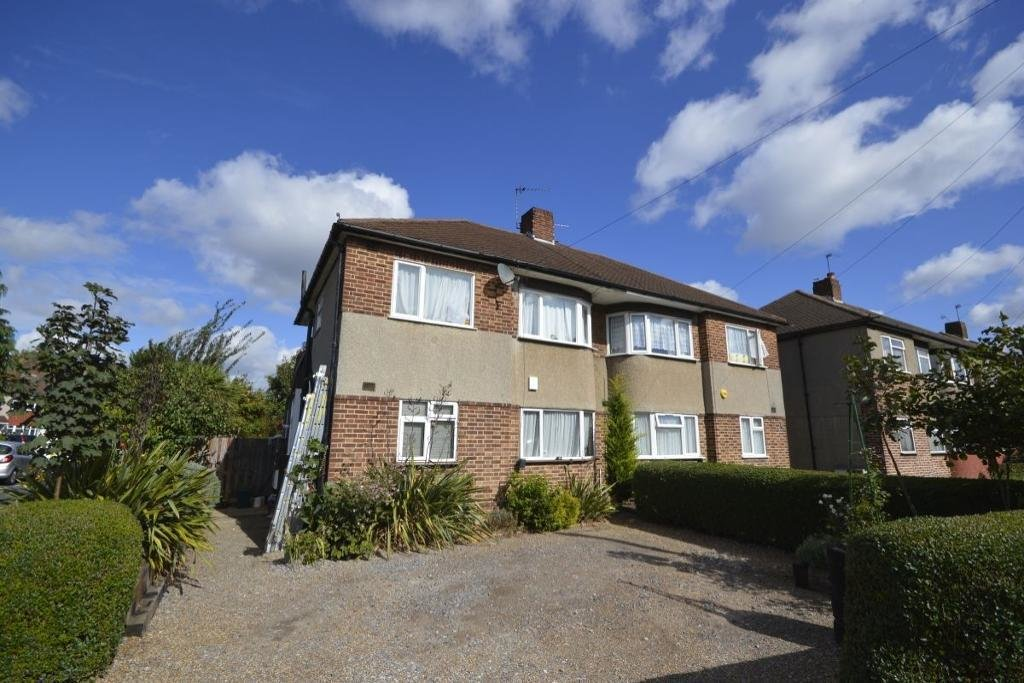 Best 2 Bedroom Maisonette To Rent Redfern Avenue Hounslow With Pictures