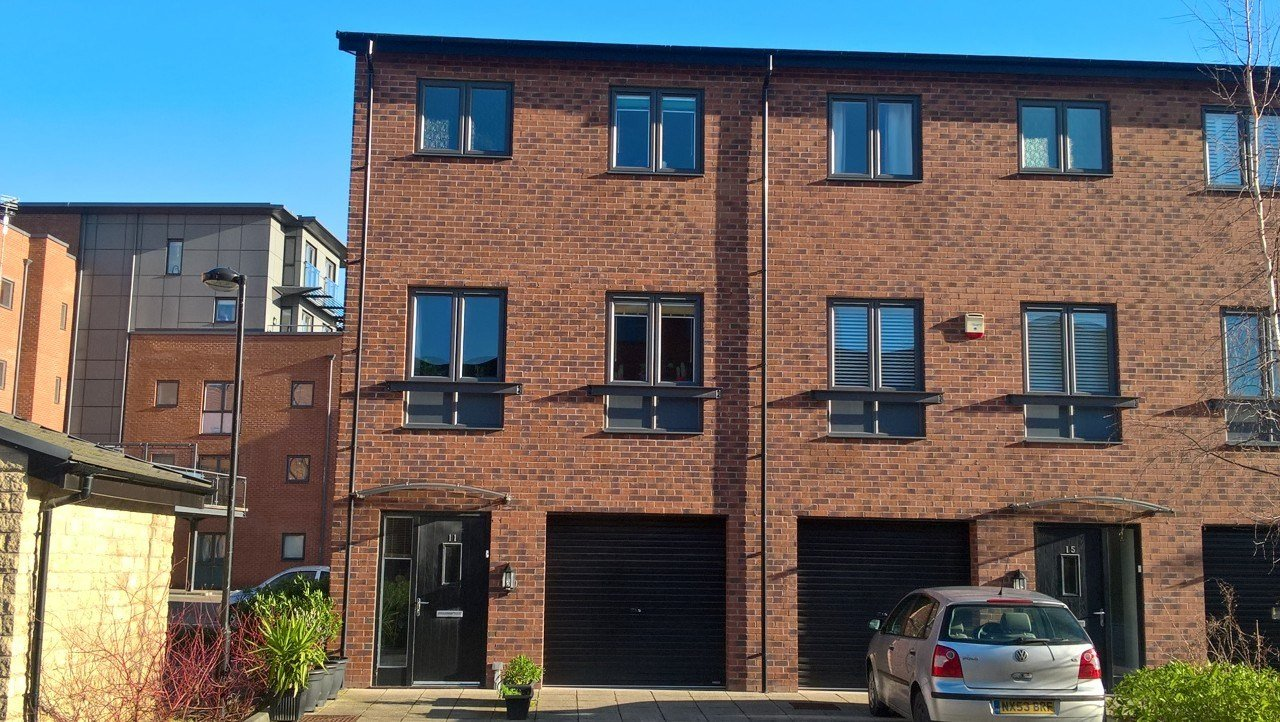 Best 3 Bedroom Town House For Sale Cable Place Leeds West With Pictures