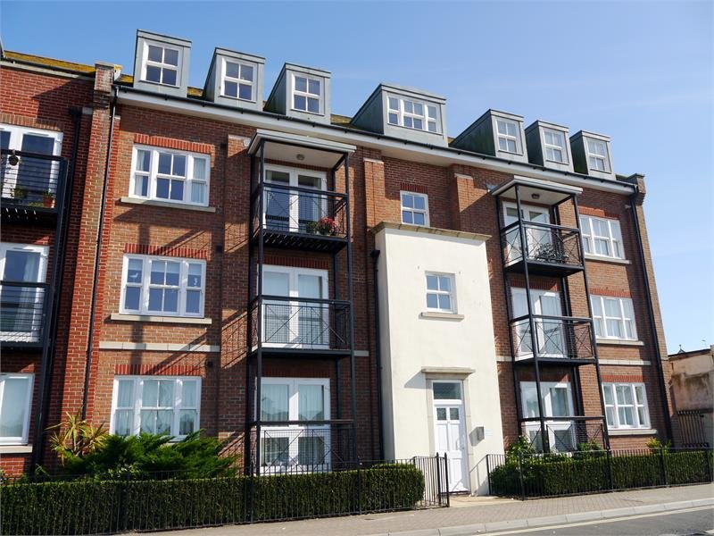 Best 2 Bedroom Apartment For Rent In Quaysidecourt Weymouth With Pictures