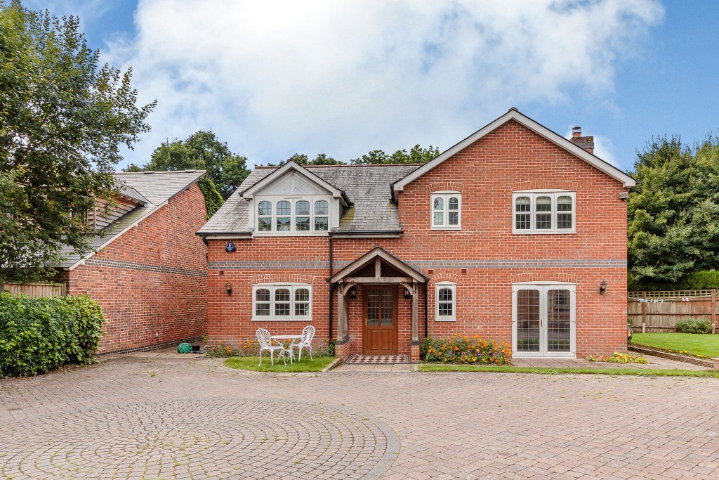 Best 4 Bedroom House For Sale In Southampton With Pictures