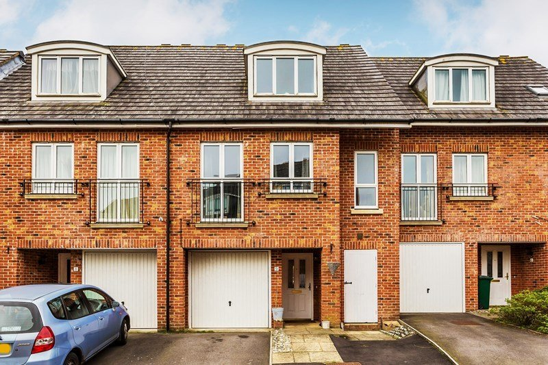 Best 3 Bedroom Town House For Sale In Crawley With Pictures