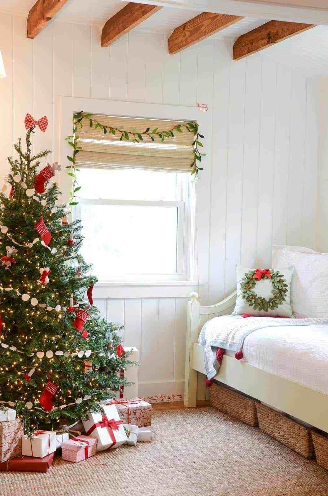 Best 35 Ways To Create A Christmas Wonderland In Your Bedroom With Pictures
