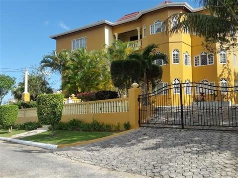 Best 8 Bedroom House For Sale In Mandeville Manchester With Pictures