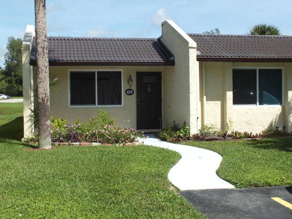 Best 409 Golden River Dr West Palm Beach Fl 33411 2 Bedroom With Pictures