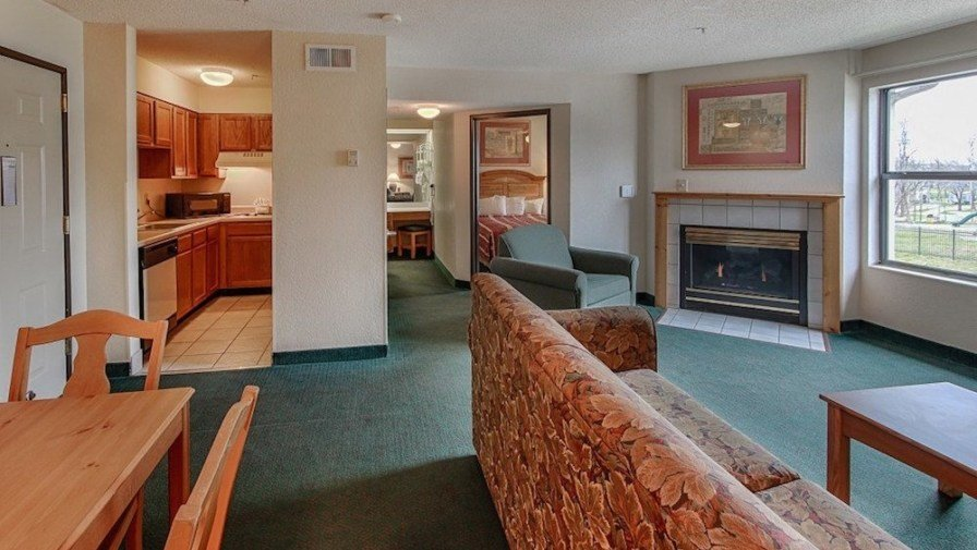 Best 4 Reasons You'll Love Our 2 Bedroom Hotel Suites In Pigeon With Pictures