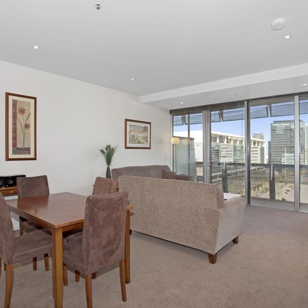 Best 1 Bedroom Study Executive Apartment In Melbourne Cbd With Pictures