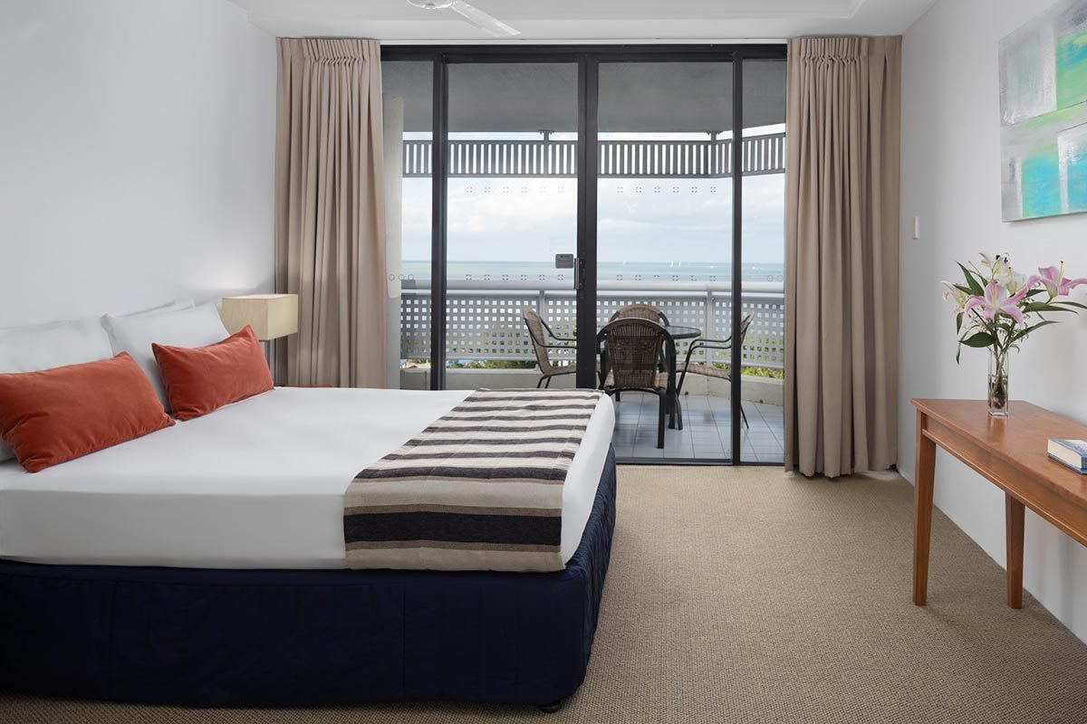 Best One Bedroom Tower Apartment Rydges Esplanade Resort Cairns With Pictures
