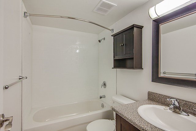 Best 1 Bedroom Apartments For Rent Toronto At Huntley With Pictures