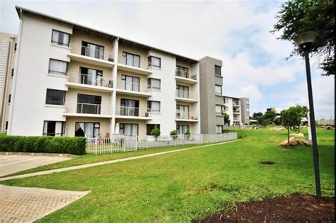 Best 2 Bedroom Apartment Flat To Rent In Fourways With Pictures