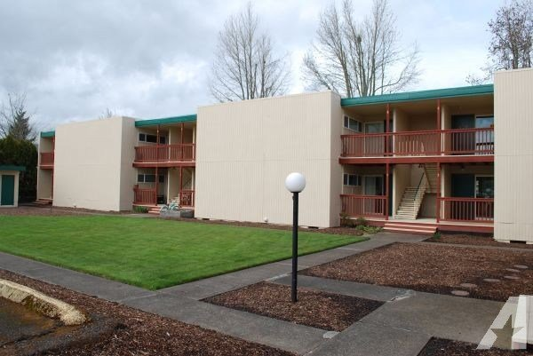 Best 2Br Whitman Court Apartments Across From Wou Monmouth Map For Rent In Salem Oregon With Pictures