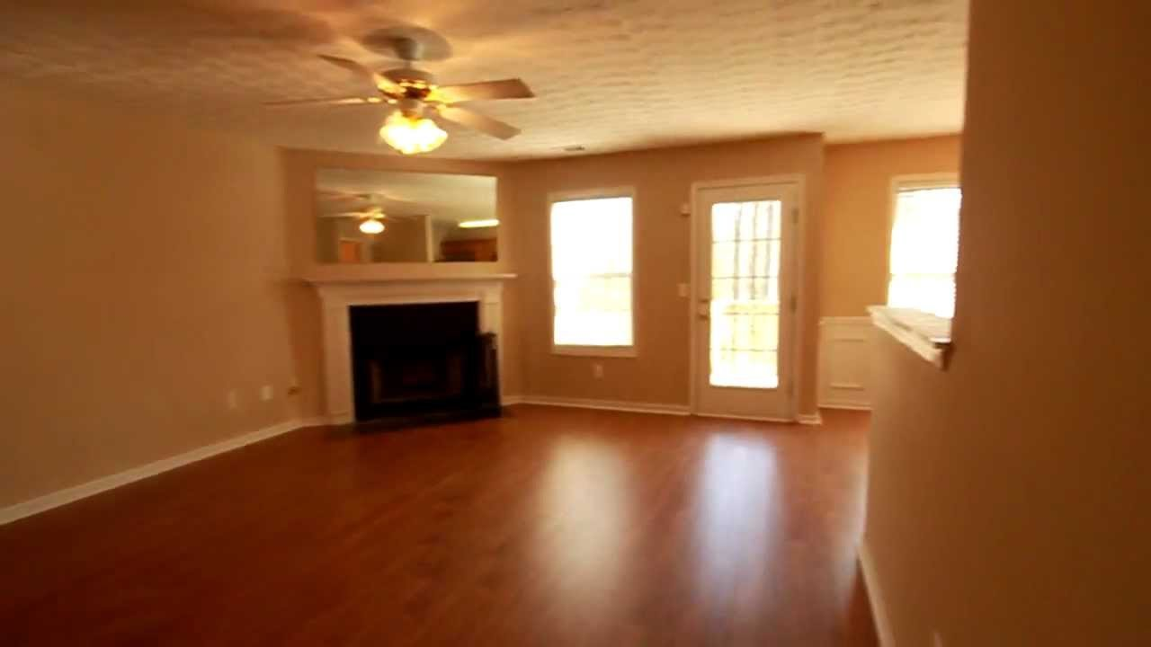 Best 1025 Per Month 3 Bedroom 2 5 Bathroom Townhouse For With Pictures